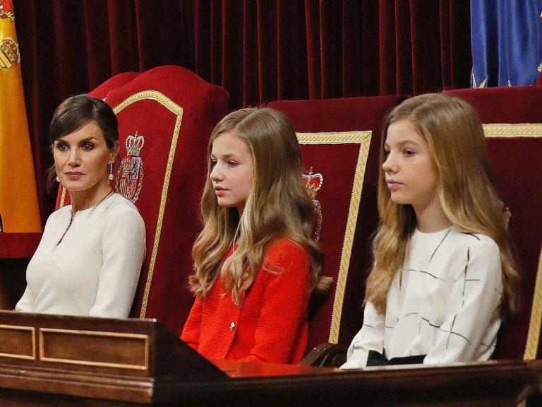 Felipe y Letizia vuelven a presidir un acto con sus hijas, Leonor y Sofía, tres meses después
