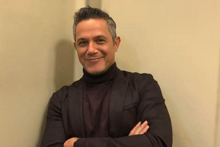 La foto de la polémica de Alejandro Sanz que todos critican: ¿qué hay en ese móvil?