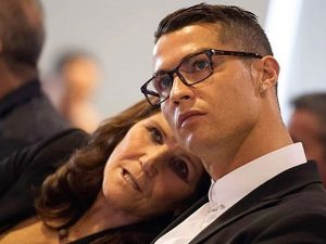 Cristiano Ronaldo rompe su silencio tras el derrame cerebral de su madre, Dolores Aveiro