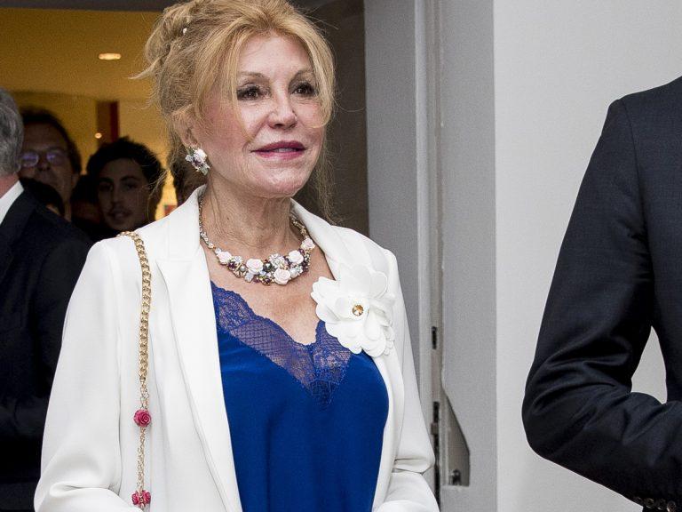 La baronesa Thyssen prohíbe los besos por miedo al coronavirus