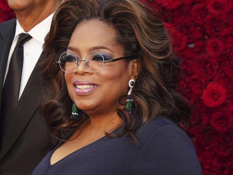 La caída viral de Oprah Winfrey: acaba por los suelos al hablar de equilibrio