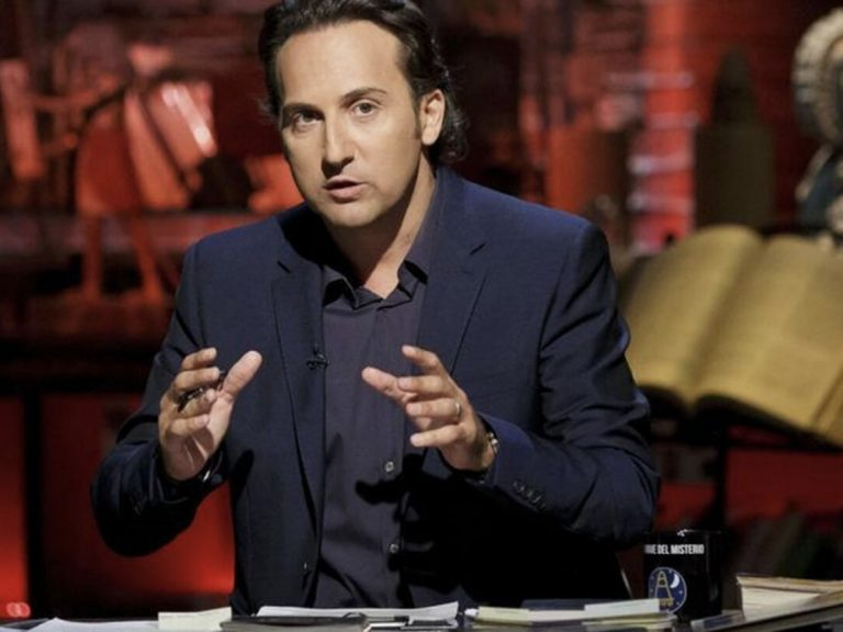 Cierra 'Cuarto Milenio' por el coronavirus: Iker Jiménez, muy preocupado