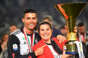 ÚLTIMA HORA: La madre de Cristiano Ronaldo, ingresada por un ictus