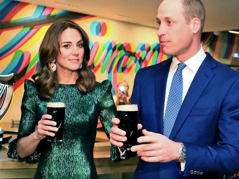 Kate Middleton y el príncipe Guillermo no se cortan con la pinta de cerveza en Irlanda