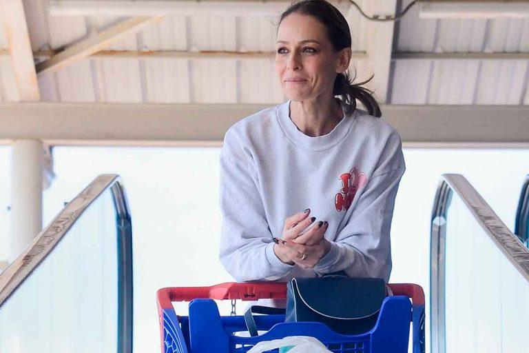 Eva González, sin Cayetano Rivera, llena la despensa de casa ante el coronavirus