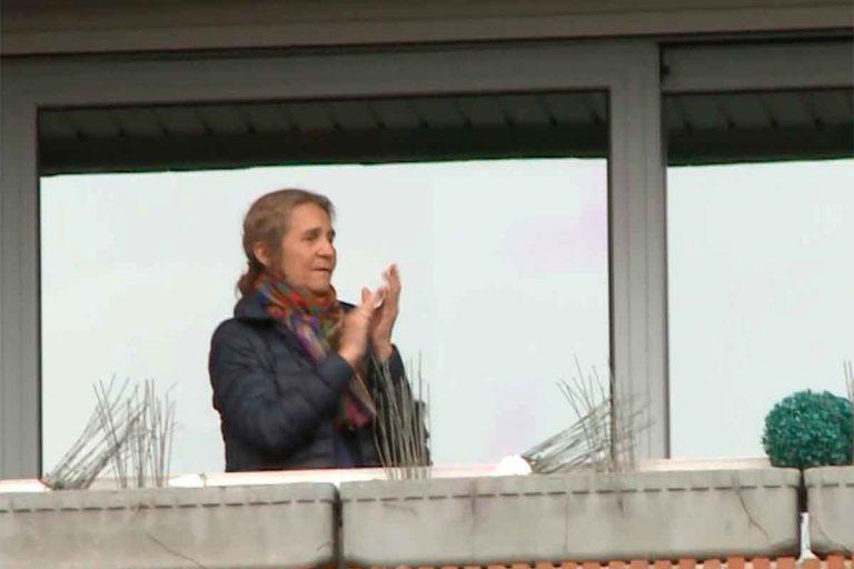 La Infanta Elena se une al resto de españoles y cumple con los aplausos