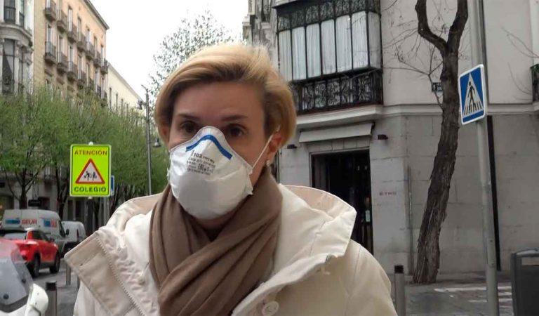 María Zurita sale de su encierro con mascarilla y se pronuncia sobre la polémica del Rey Juan Carlos