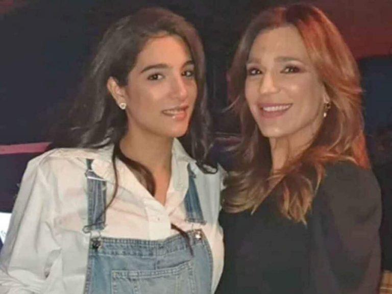 El regalo de Alma Cortés Bollo a su madre, Raquel Bollo, con dedicatoria incluida