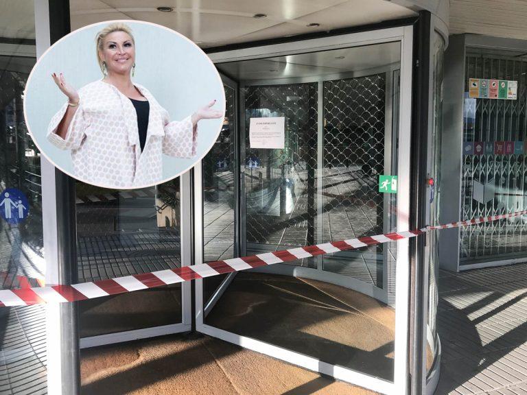 El centro donde trabaja Raquel Mosquera, cerrado por la policía por el coronavirus