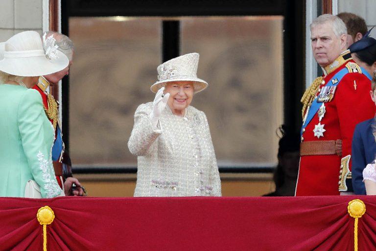 La reina Isabel II cancela las celebraciones de su 94 cumpleaños por la crisis del coronavirus