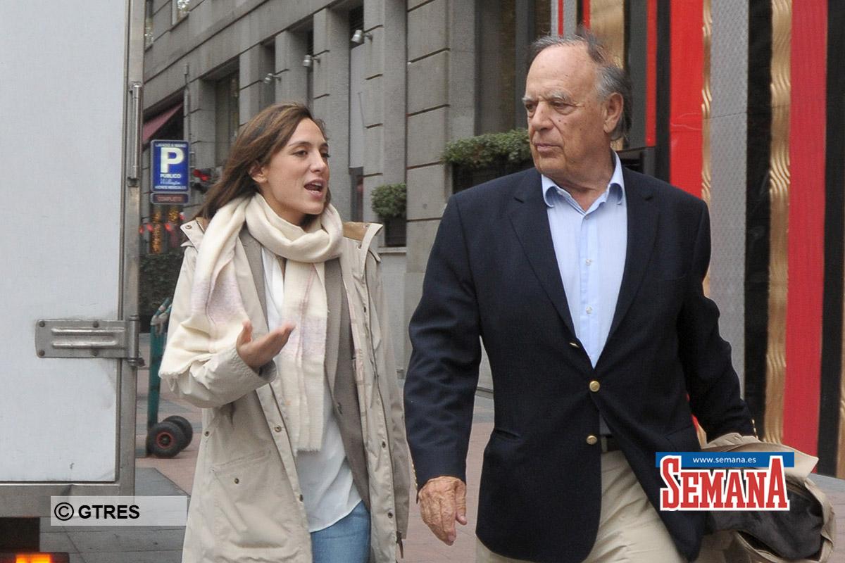 EL MARQUES DE GRIÑON, CARLOS FALCO CON SU HIJA TAMARA FALCO POR LAS CALLES DE MADRID