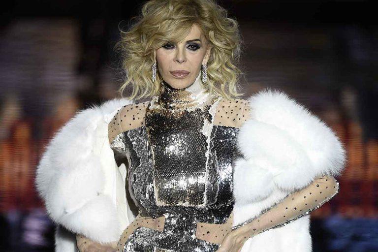 Bibiana Fernández, vestida para los Goya en la frutería del Mercadona
