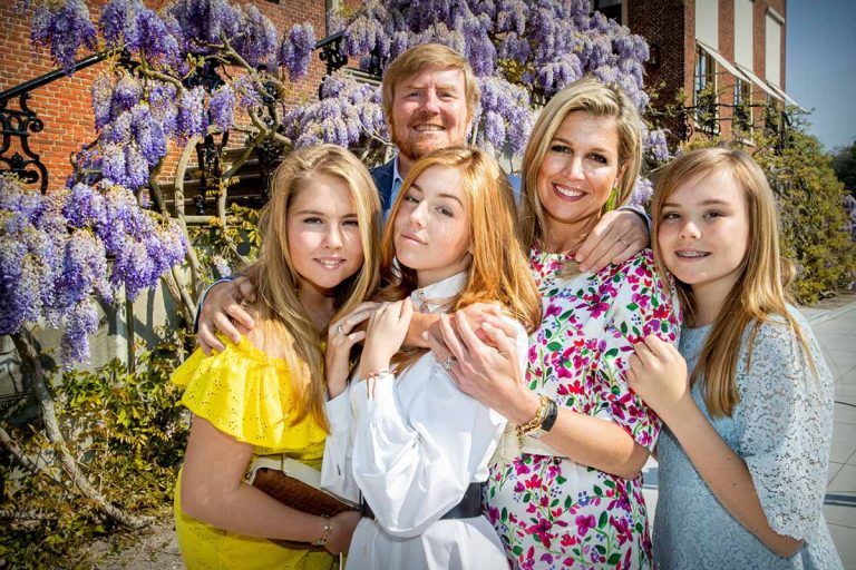 Máxima de Holanda y sus hijas, duelo de belleza en el Día del Rey