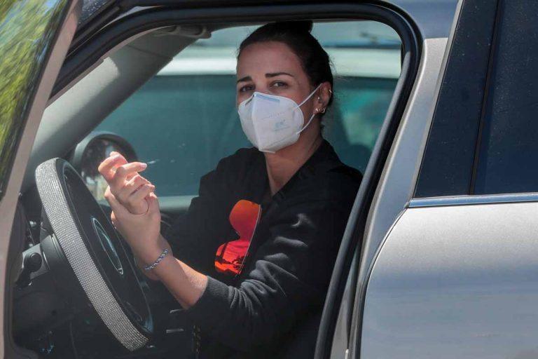 Paula Echevarría sale a hacer la compra con mascarilla y guantes
