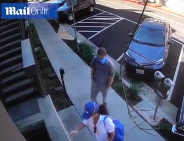Primeras imágenes de Meghan y Harry en Los Ángeles: pillados con mascarilla