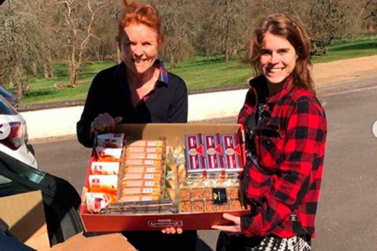 Sarah Ferguson y su hija Eugenia llevan comida a los sanitarios británicos