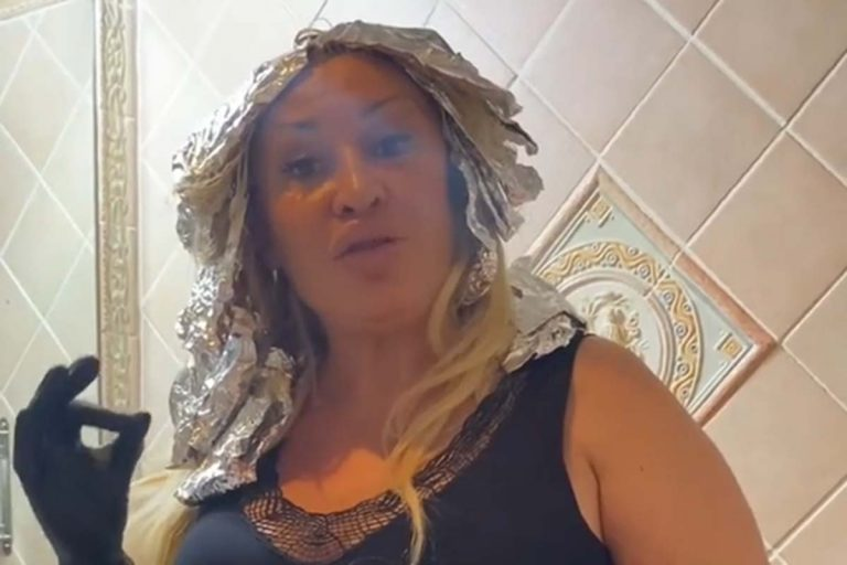 Así se hace las mechas Raquel Mosquera en su casa