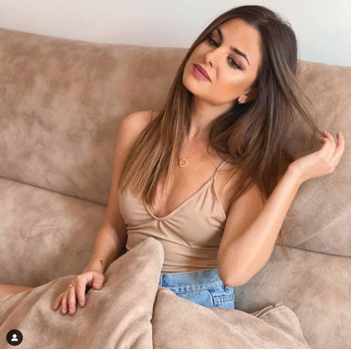 Alexia Rivas 6