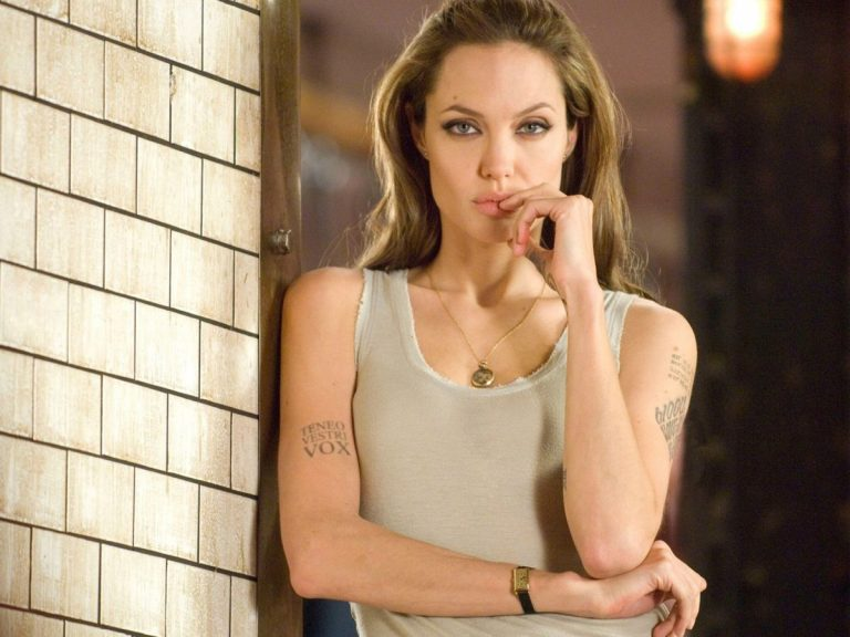 Angelina Jolie llora la muerte de su madre a través de una emotiva carta