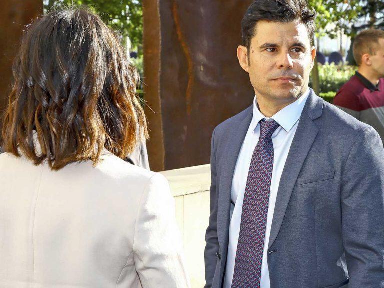 Julio Iglesias sigue con su vida, mientras Javier Santos ya prepara su nueva estrategia