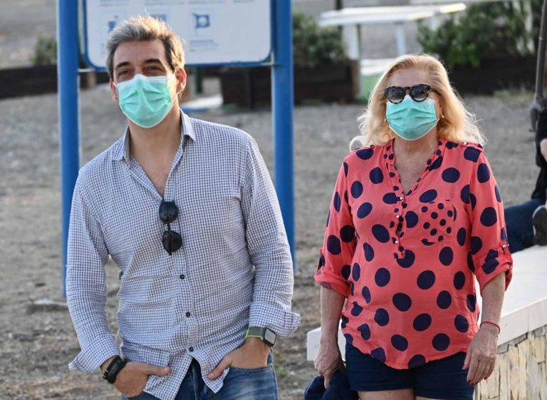 Mayte Zaldívar y Fernando Marcos pasean con mascarillas en Marbella