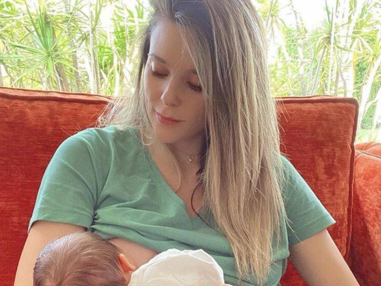 Lorena Gómez comparte una foto dando el pecho a su bebé