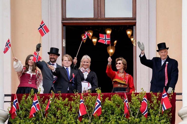 La Familia Real de Noruega celebra de forma discreta el Día Nacional