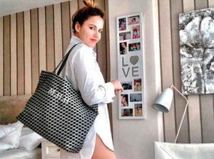 Ya puedes vestir con la ropa de Mónica Hoyos: su armario, a la venta