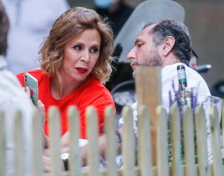 Ágatha Ruiz de la Prada y Luis Gasset, tarde con amigos en una terraza en Madrid