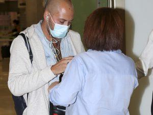 José Antonio Avilés acude a la clínica para hacerse el injerto de pelo