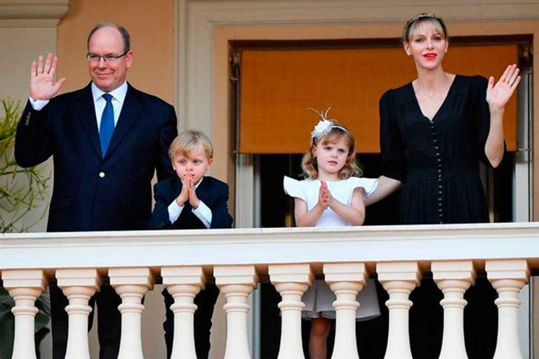 Los hijos de Alberto y Charlène de Mónaco les roban el protagonismo en San Juan