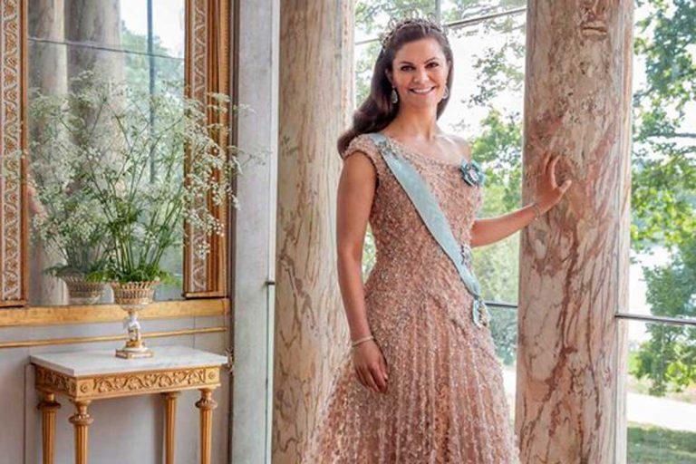 Los vestidos de Cenicienta de Victoria de Suecia por su 10º aniversario de boda
