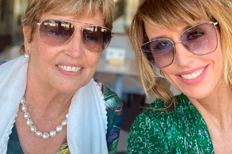 Emma García se reencuentra con su madre tras meses separadas