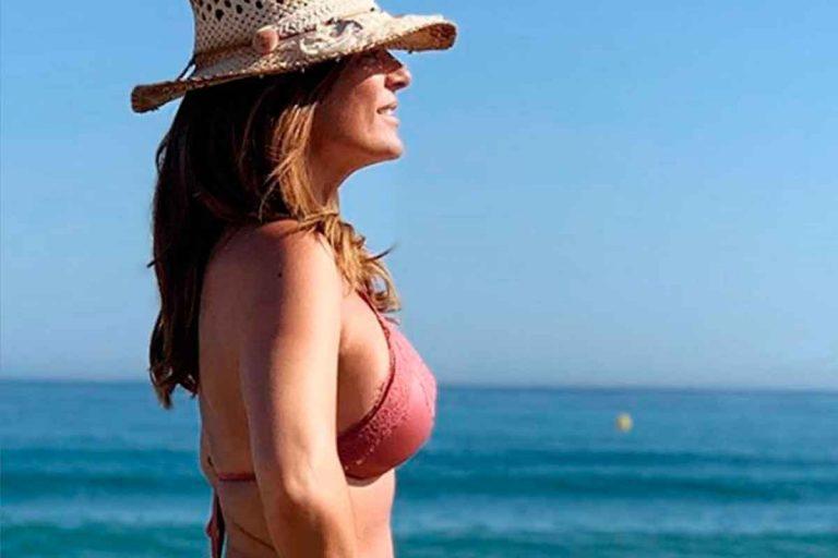 Primer posado en bikini de Raquel Bollo para inaugurar el verano más atípico