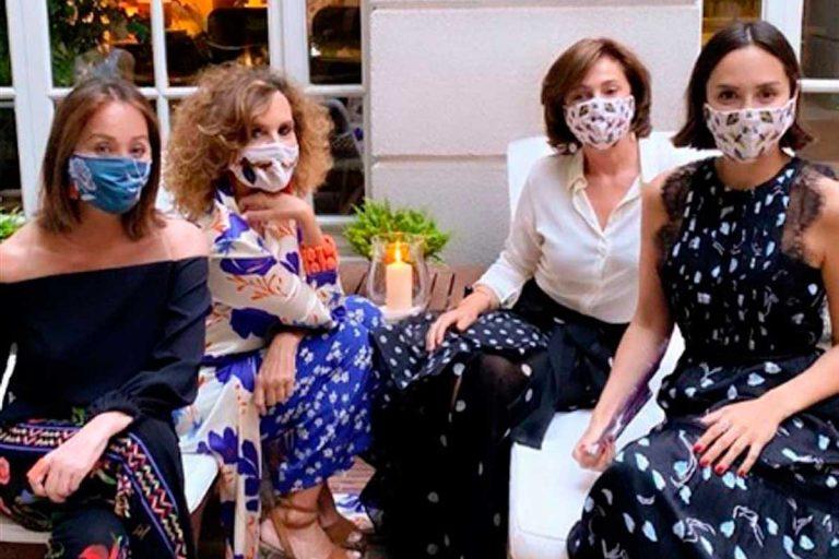 Fotos del día: la reunión de Tamara Falcó, su madre, Isabel Preysler, y unas amigas en su casa