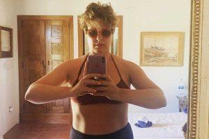 Tania Llasera posa en bikini reconociendo que no ha adelgazado «ni un gramo»