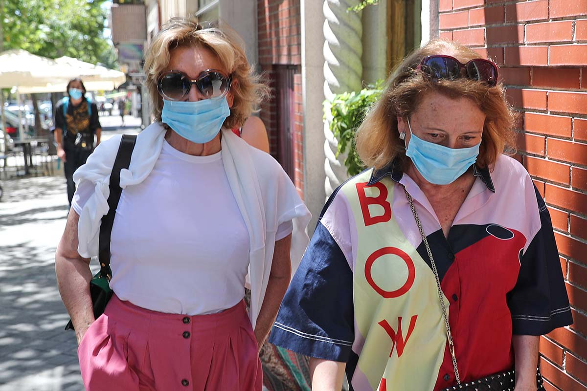 Mila Ximenez y su hermana por las calles de Madrid 04/07/2020
