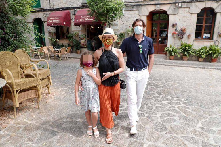 Chenoa y Miguel Sánchez Encinas, vacaciones familiares en Mallorca