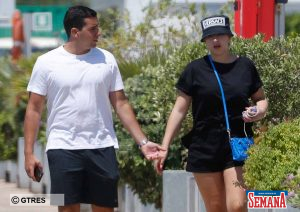 Alba Díaz pasea con un amigo en su escapada a Ibiza