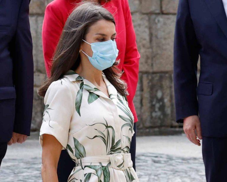 La Reina Letizia se apunta al estampado vegetal al estrenar un Pedro del Hierro en Galicia