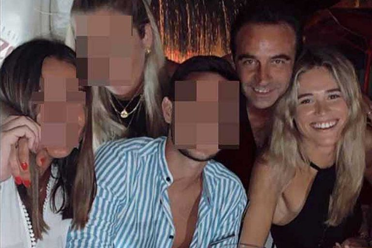 Enrique Ponce se divierte con la pandilla de amigos de Ana Soria