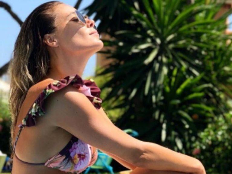 El posado en bikini de Lorena Gómez dos meses después de dar a luz