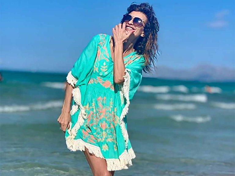 El mini caftán de Gema López, la prenda ideal para ir a la playa