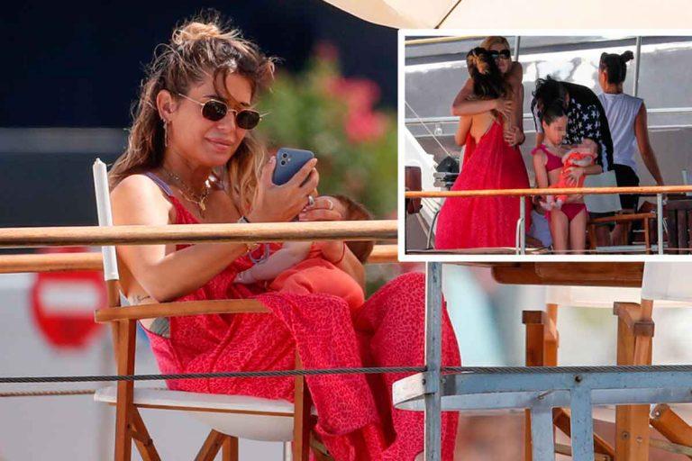 Elena Tablada disfruta de un día en alta mar con sus hijas y Adriana Abenia