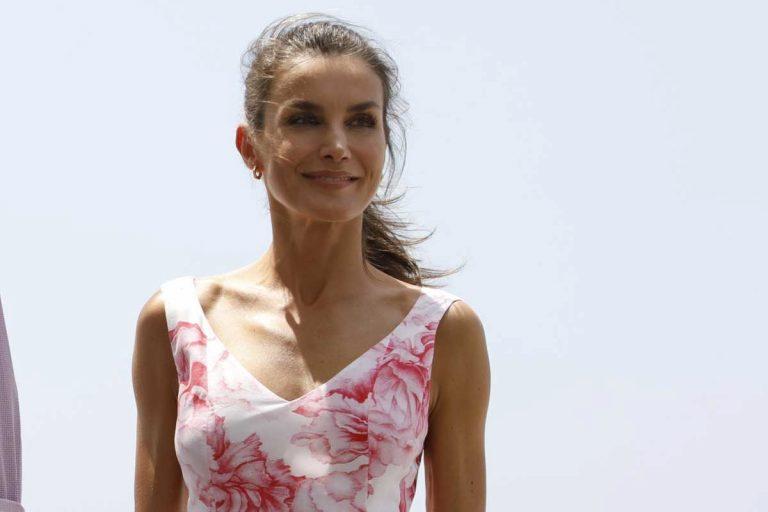 La Reina Letizia recicla su vestido rosa de Marivent