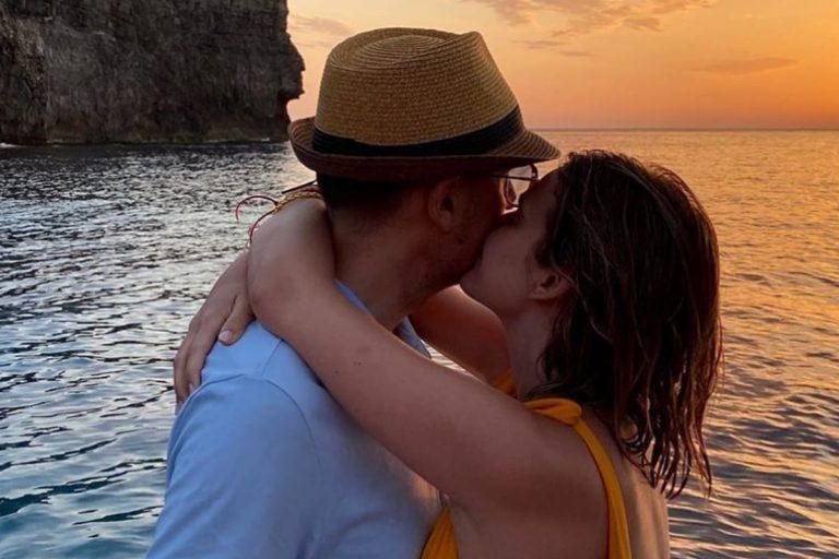 Fotos del día: Laura Escanes y Risto Mejide presumen de amor en «el mejor atardecer de mi vida»