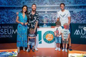 Fotos del día: Pilar Rubio y Sergio Ramos, junto a sus hijos, visitan a Rafa Nadal