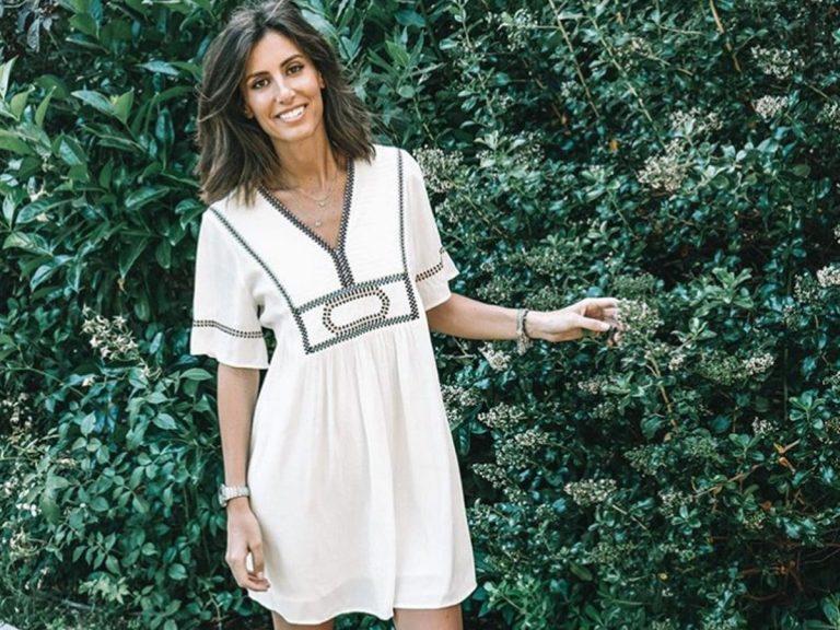 Ana Boyer, radiante con un vestido rebajado de la marca favorita de su hermana