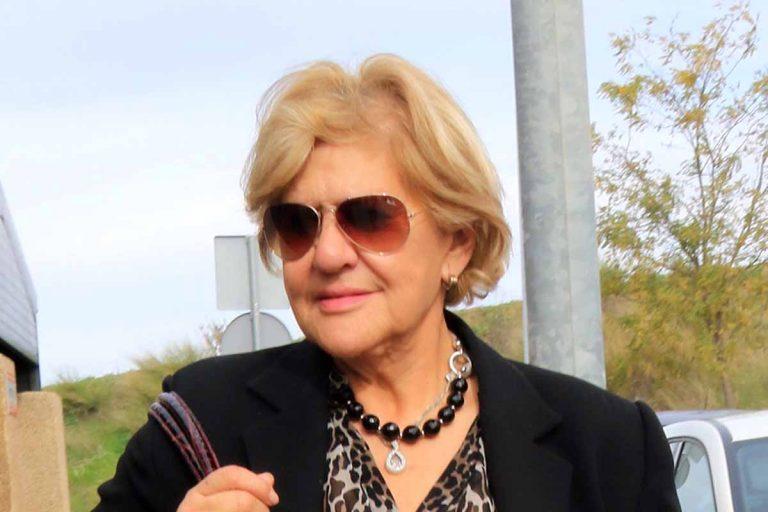 Primera imagen de Carmen Bazán, muy afligida, después de fallecer Humberto
