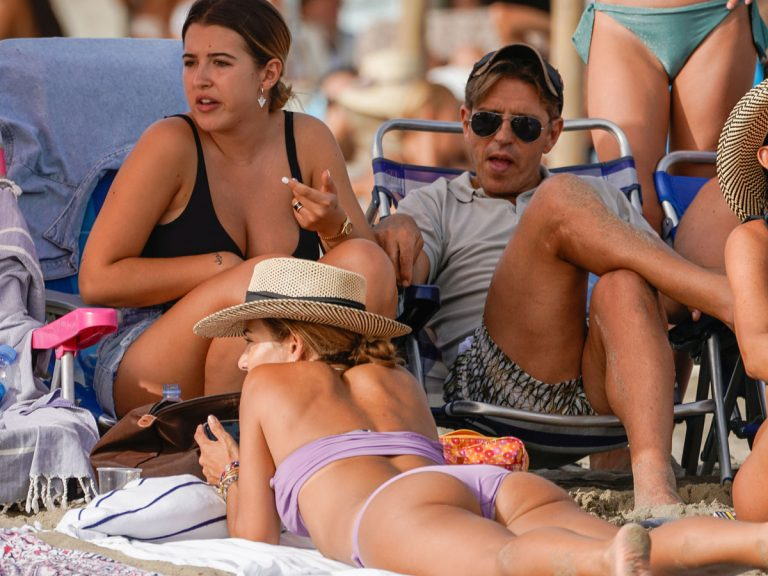 Risas, cuerpazos al sol y una visita sorpresa: las lujosas vacaciones de El Cordobés en Marbella